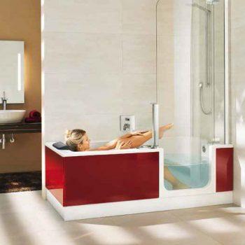 Dusche und Badewanne in Einem